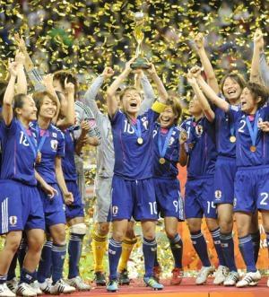 優勝を喜ぶなでしこJapan by Kyodo 共有: なでしこジャパン 優勝おめでとうございま