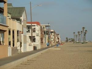 ビーチに並ぶ住宅街