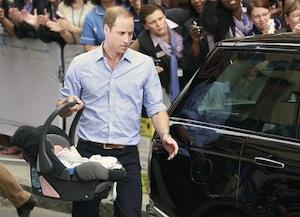 ジョージ王子を車に乗せるイクメン王子 by Reuter