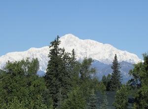部屋から見える北米一の山デナリ