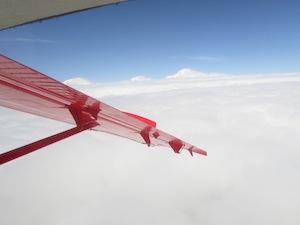 雲の上にそびえるデナリ
