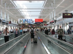 空港内の通路