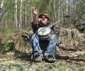 森の中で歌うおじさん