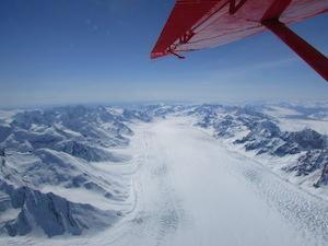 デナリから流れて出ている氷河
