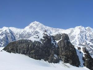 氷河から見たデナリ