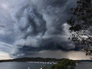 暑い雲の覆われたシドニー by SMH.com.au