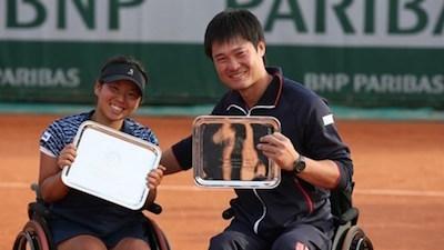 2014年車いすテニスワールドチャンピョンに選ばれた国枝選手と上地選手
