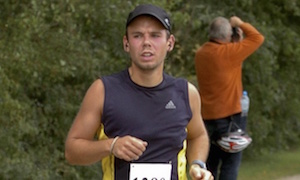 墜落事故の原因と言われている副操縦士 Andreas Lubitz shown running the Airportrace half marathon in Hamburg in 2009. Photograph: Reuters/Foto-Team-Mueller