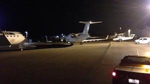 ゴールドコースト空港から出発したジョニーのプライベートジェット