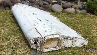 レユニオンで発見された飛行機の残骸 by 9 news