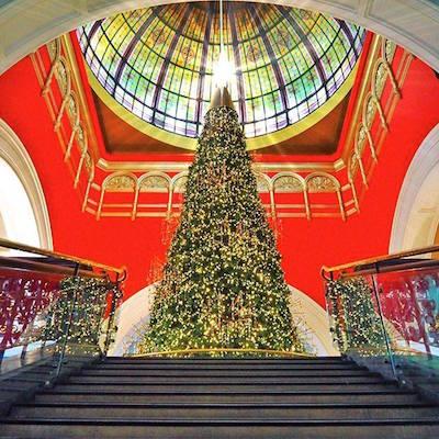 QVBのスワロスキークリスマスツリー
