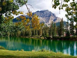 秋のバンフ by Banff FB